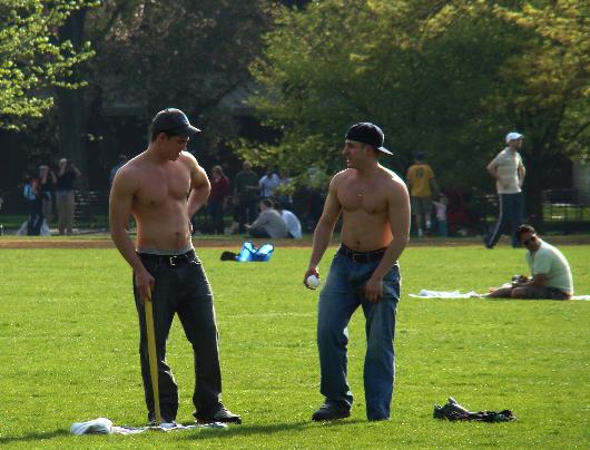 Homomies etsii homoseuraa gay-miehestä netistä
